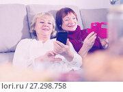 Купить «Two senior women with phones on sofa», фото № 27298758, снято 22 ноября 2017 г. (c) Яков Филимонов / Фотобанк Лори