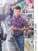 Купить «shopping assistant demonstrating assortment of pneumatic gun in military store», фото № 27298990, снято 4 июля 2017 г. (c) Яков Филимонов / Фотобанк Лори