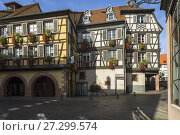 Skew-whiff half-timbered houses in the village Barr, on the Wine Route of Alsace, France. Стоковое фото, фотограф Jürgen Feuerer / age Fotostock / Фотобанк Лори