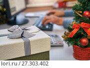 Купить «Gift and Christmas tree on the working place in the office on Christmas Eve», фото № 27303402, снято 8 декабря 2017 г. (c) Георгий Дзюра / Фотобанк Лори