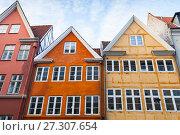 Купить «Colorful houses in a row, Copenhagen, Denmark», фото № 27307654, снято 10 декабря 2017 г. (c) EugeneSergeev / Фотобанк Лори