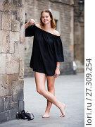 Купить «young positive female barefoot in the city center», фото № 27309254, снято 14 декабря 2019 г. (c) Яков Филимонов / Фотобанк Лори