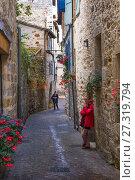 Купить «France, Occitanie, Lot, Rue de Baléne at Figeac. Pilgrimage way to Santiago de Compostela.», фото № 27319794, снято 6 октября 2017 г. (c) age Fotostock / Фотобанк Лори
