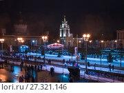 Купить «Москва. Каток на открытом воздухе на ВДНХ в новогоднюю ночь», фото № 27321146, снято 1 января 2017 г. (c) Алёшина Оксана / Фотобанк Лори