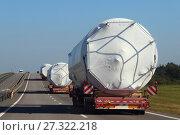 Купить «Негабарит, перевозка негабаритного груза автотранспортом», фото № 27322218, снято 25 сентября 2017 г. (c) Илья Илмарин / Фотобанк Лори