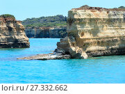 Купить «Seascape with white rocky cliffs, Italy.», фото № 27332662, снято 7 июня 2017 г. (c) Юрий Брыкайло / Фотобанк Лори