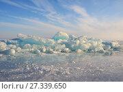 Купить «Сибирь, ледяные торосы на Байкале», фото № 27339650, снято 28 февраля 2017 г. (c) Овчинникова Ирина / Фотобанк Лори