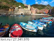 Купить «Vernazza quay, Cinque Terre», фото № 27341970, снято 25 июня 2017 г. (c) Юрий Брыкайло / Фотобанк Лори