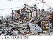 Купить «Снос незаконной постройки в Москве», фото № 27342158, снято 9 февраля 2016 г. (c) Алёшина Оксана / Фотобанк Лори