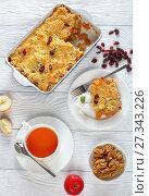 Купить «breakfast set - apple crumble and tea», фото № 27343226, снято 28 декабря 2017 г. (c) Oksana Zh / Фотобанк Лори