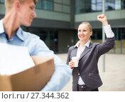 Купить «Boss woman is wishing good luck to office worker», фото № 27344362, снято 15 июля 2017 г. (c) Яков Филимонов / Фотобанк Лори