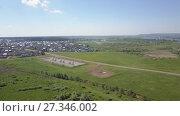 Купить «Панорама сельской местности с высоты», видеоролик № 27346002, снято 13 июня 2017 г. (c) Алексей Кокорин / Фотобанк Лори