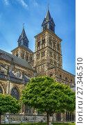 Купить «Basilica of Saint Servatius, Maastricht, Netherlands», фото № 27346510, снято 8 мая 2015 г. (c) Boris Breytman / Фотобанк Лори
