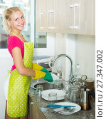 Young positive girl wearing apron. Стоковое фото, фотограф Яков Филимонов / Фотобанк Лори
