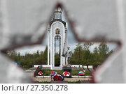 Купить «Монумент бойцам Второй ударной армии, павшим в 1942 году, памятник командиру 22-й отдельной стрелковой бригады Ф.К. Пугачеву», эксклюзивное фото № 27350278, снято 25 мая 2017 г. (c) Дмитрий Неумоин / Фотобанк Лори