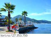 Купить «FETHIYE, TURKEY - November 22, 2017: Summer cafe is empty on the waterfront in the off-season», фото № 27353750, снято 22 ноября 2017 г. (c) Анна Мартынова / Фотобанк Лори