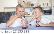 Купить «Girl and boy are eating jam at lunch time.», видеоролик № 27353898, снято 11 августа 2017 г. (c) Яков Филимонов / Фотобанк Лори