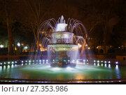 Купить «BAKU, AZERBAIJAN - DECEMBER 29, 2017: Fountain in the Vahid Park in the night illumination», фото № 27353986, снято 29 декабря 2017 г. (c) Виктор Карасев / Фотобанк Лори