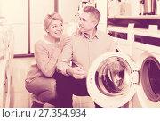 Купить «Mature couple choosing washing machine in store», фото № 27354934, снято 27 марта 2019 г. (c) Яков Филимонов / Фотобанк Лори
