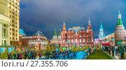 Купить «Новогодние дни на Охотном Ряду в Москве», эксклюзивное фото № 27355706, снято 2 января 2018 г. (c) Виктор Тараканов / Фотобанк Лори