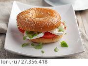 Купить «Bagel sandwich closeup», фото № 27356418, снято 2 декабря 2017 г. (c) Stockphoto / Фотобанк Лори