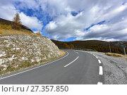 Купить «Панорамная дорога Нокальмштрассе (Nockalmstrasse) в биосферном заповеднике Нокберге. Каринтия, Австрия.», фото № 27357850, снято 10 октября 2017 г. (c) Bala-Kate / Фотобанк Лори