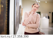Купить «Woman with guide looking at pictures in museum», фото № 27358390, снято 18 ноября 2017 г. (c) Яков Филимонов / Фотобанк Лори