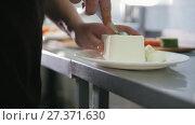 Купить «Chef cut the cheese feta for salad in commercial kitchen», видеоролик № 27371630, снято 6 декабря 2019 г. (c) Константин Шишкин / Фотобанк Лори