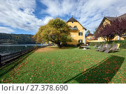 Купить «Коммуна Милльштатт-ам-Зе (Millstatt am See) на берегу озера Mилльштеттер осенью. Альпы, Каринтия, Австрия», фото № 27378690, снято 8 октября 2017 г. (c) Bala-Kate / Фотобанк Лори