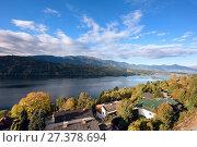 Купить «Раннее осеннее утро в городе Милльштатт-ам-Зе (Millstatt am See) на берегу озера Mилльштеттер. Земля Каринтия, Австрия», фото № 27378694, снято 8 октября 2017 г. (c) Bala-Kate / Фотобанк Лори