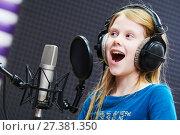 Купить «Regording studio. Child girl singing or role voicing», фото № 27381350, снято 8 января 2018 г. (c) Дмитрий Калиновский / Фотобанк Лори