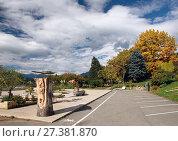Купить «Городской парк осенью. Берег озера Милльштеттер (Millstätter See). Коммуна Милльштатт (Millstatt), Каринтия, Австрия», фото № 27381870, снято 8 октября 2017 г. (c) Bala-Kate / Фотобанк Лори