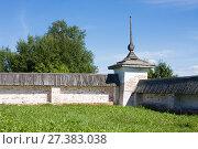 Купить «Ферапонтов-Белозерский Богородице-Рождественский женский монастырь. Старинная ограда с башней», фото № 27383038, снято 14 августа 2016 г. (c) Papoyan Irina / Фотобанк Лори