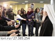 Митрополит Ювеналий даёт интервью Подмосковный журналистам (2018 год). Редакционное фото, фотограф Дмитрий Неумоин / Фотобанк Лори