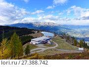 """Купить «Гора Гольдек. Вид на станцию канатной дороги """"Talbahn Goldeck"""" с искусственным прудом для снегогенератора. Альпы, Каринтия, Австрия», фото № 27388742, снято 8 октября 2017 г. (c) Bala-Kate / Фотобанк Лори"""