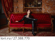 Купить «Beautiful fetish model in latex costume», фото № 27388770, снято 26 октября 2017 г. (c) Дмитрий Черевко / Фотобанк Лори