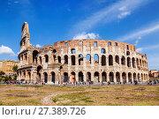 Купить «Туристы у стен колизея в Риме, Италия», фото № 27389726, снято 8 сентября 2017 г. (c) Наталья Волкова / Фотобанк Лори