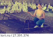 Купить «Woman with ducks on farm», фото № 27391374, снято 27 июня 2019 г. (c) Яков Филимонов / Фотобанк Лори