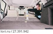 Купить «Worker man is cleaning of vehicle interior with vacuum cleaner», видеоролик № 27391942, снято 20 августа 2019 г. (c) Константин Шишкин / Фотобанк Лори