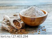 Wheat wholemeal flour in a wooden bowl. Стоковое фото, фотограф Марина Сапрунова / Фотобанк Лори