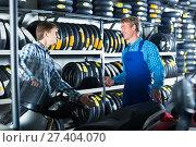 Купить «Young man customer asking technician about motorcycle», фото № 27404070, снято 19 марта 2018 г. (c) Яков Филимонов / Фотобанк Лори