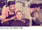 Купить «smiling man hairdresser and woman in salon», фото № 27404178, снято 24 февраля 2018 г. (c) Яков Филимонов / Фотобанк Лори