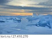Купить «Озеро Байкал. Ледяные торосы в лучах восходящего солнца», фото № 27410270, снято 1 марта 2017 г. (c) Овчинникова Ирина / Фотобанк Лори