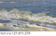 Купить «Ледостав на Волге, течение ломает лед», видеоролик № 27411274, снято 19 января 2018 г. (c) Александр Романов / Фотобанк Лори