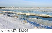 Купить «Волга в районе Балахны полностью не замерзла. Январь 2018», видеоролик № 27413666, снято 19 января 2018 г. (c) Александр Романов / Фотобанк Лори