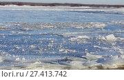 Купить «Из за сильного течения в районе Балахны Волга полностью не замерзла. Январь 2018», видеоролик № 27413742, снято 19 января 2018 г. (c) Александр Романов / Фотобанк Лори