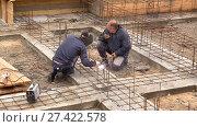 Строительство частного дома. Монтаж фундамента. (2017 год). Редакционное видео, видеограф Галина Михалишина / Фотобанк Лори