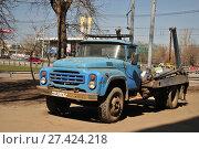 Купить «Старый брошенный мусоровоз для ТБО (бункеровоз) КО-450 на базе ЗИЛ-431412 на улице. Москва», фото № 27424218, снято 24 апреля 2011 г. (c) Игорь Рожков / Фотобанк Лори