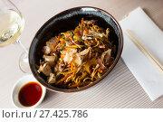 Купить «nicely served yakisoba», фото № 27425786, снято 15 ноября 2018 г. (c) Яков Филимонов / Фотобанк Лори