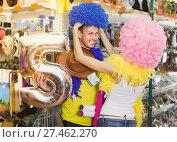 Купить «Young people are having fun in colorful clown wigs», фото № 27462270, снято 11 апреля 2017 г. (c) Яков Филимонов / Фотобанк Лори